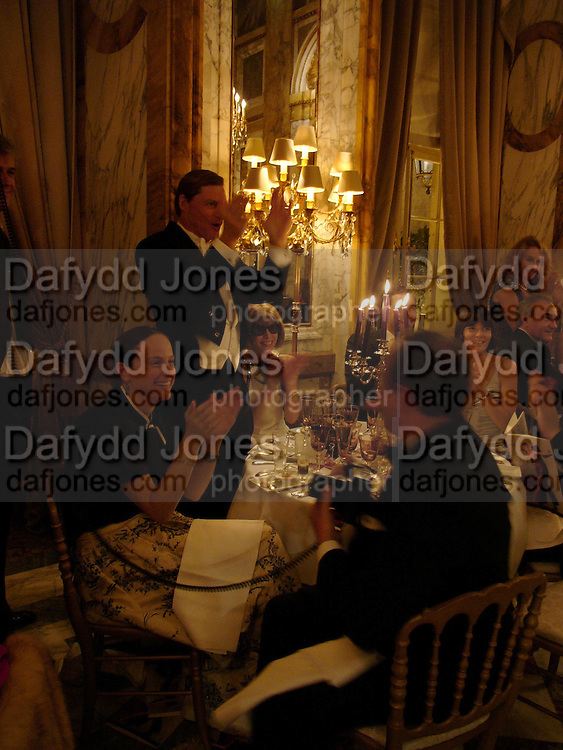 Shelby Bryan and  Anna Wintour, Crillon 2004 Debutante Ball. Crillon Hotel. Paris. 26 November 2004. ONE TIME USE ONLY - DO NOT ARCHIVE  © Copyright Photograph by Dafydd Jones 66 Stockwell Park Rd. London SW9 0DA Tel 020 7733 0108 www.dafjones.com