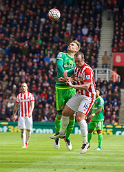 STOKE-ON-TRENT, ENGLAND - Saturday, April 30, 2016: Sunderland's Jan Kirchhoff in action against Stoke City's Charlie Adam during the FA Premier League match at the Britannia Stadium. (Pic by David Rawcliffe/Propaganda)