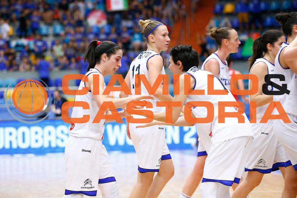 Francesca Dotto, Giorgia Sottana<br /> Italia - Ungheria<br /> Nazionale Femminile Senior - EUROBASKET 2017<br /> Hradec Kralove, 20/06/2017<br /> Foto Ciamillo-Castoria / M.Brondi