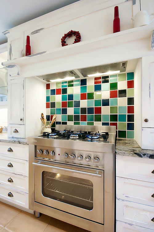 Interior photographer Shaun Smith captured this image of a kitchen for SA Home Owner Magazine a couple of years ago.