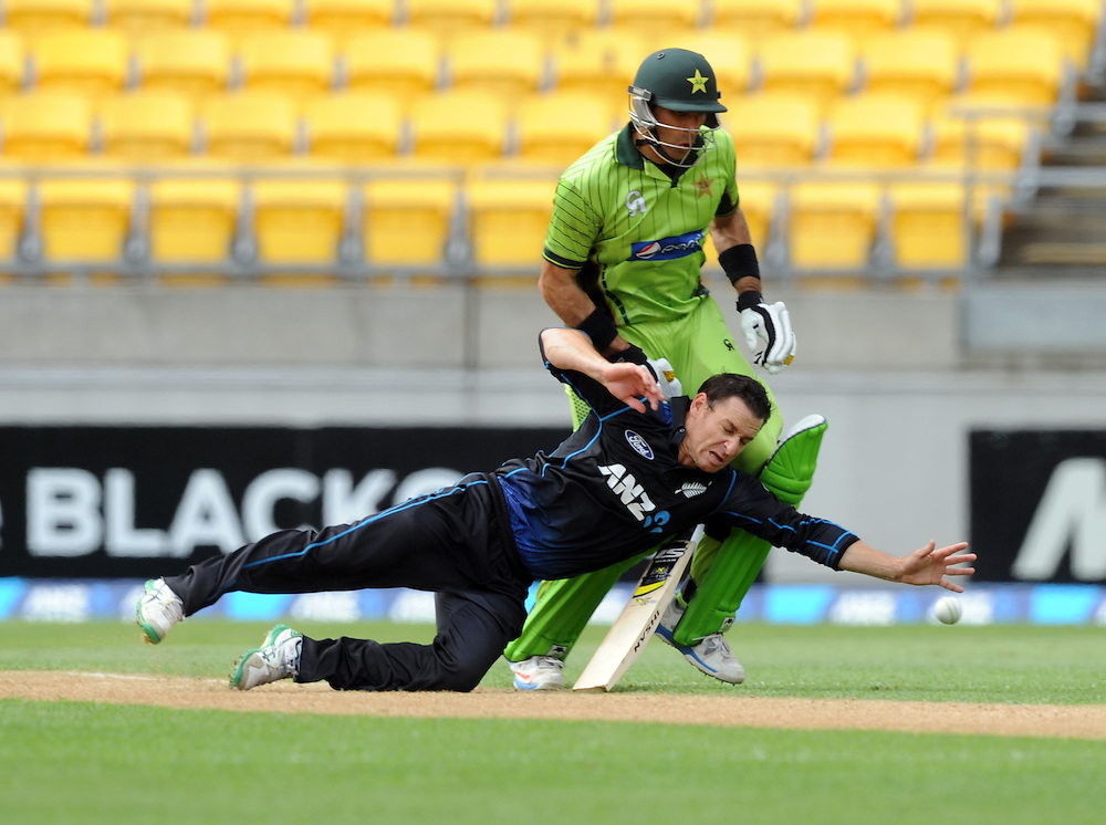 New Zealand's Nathan McCullum dives in front of Pakistan's Misbah-ul-Haq in the 1st One Day International cricket match at Westpac Stadium, New Zealand, Saturday, January 31, 2015. Credit:SNPA / Ross Setford