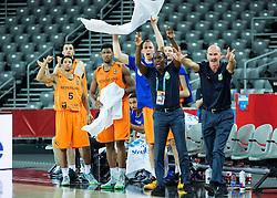 08-09-2015 CRO: FIBA Europe Eurobasket 2015 Slovenie - Nederland, Zagreb<br /> De Nederlandse basketballers hebben de kans om doorgang naar de knockoutfase op het EK basketbal te bereiken laten liggen. In een spannende wedstrijd werd nipt verloren van Slovenië: 81-74 / Toon van Helfteren, head coach of Netherlands and players react. Photo by Vid Ponikvar / RHF