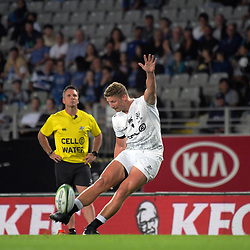 Robert du Preez kicks a penalty during the Super Rugby match between the Blues and Sharks at Eden Park in Auckland, New Zealand on Saturday, 31 March 2018. Photo: Dave Lintott / lintottphoto.co.nz
