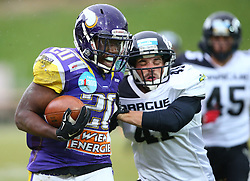 20.06.2015, Hohe Warte, Wien, AUT, AFL, AFC Vikings Vienna vs Prag Panthers, im Bild Islaam Amadu (AFC Vienna Vikings, RB, #20) und Daniel Planka (Prague Panthers, #41) // during the Austrian Football League game between AFC Vikings Vienna and Prague Panthers at the Hohe Warte, Wien, Austria on 2015/06/20. EXPA Pictures © 2015, PhotoCredit: EXPA/ Thomas Haumer
