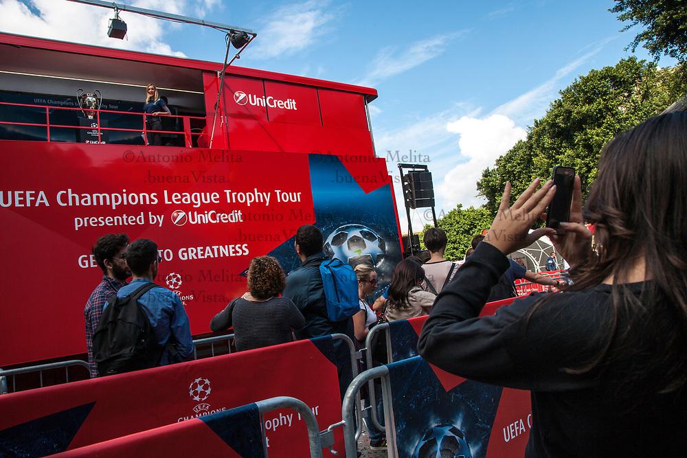 A Palermo, l'UEFA Champions League Trophy Tour, sponsorizzato da Unicredit. Tantissime le foto fatte nella tappa palermitana