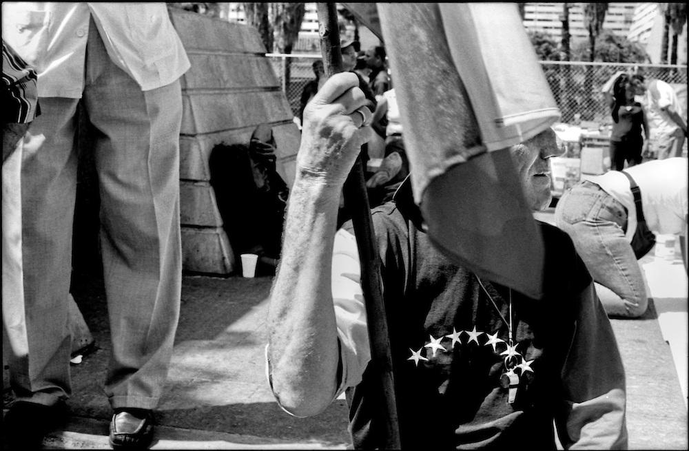 DAILY VENEZUELA / VENEZUELA COTIDIANA.Marcha del 1ero. de Mayo - Día del Trabajador.Caracas - Venezuela 2003.(Copyright © Aaron Sosa)