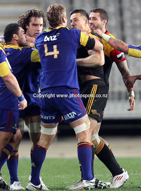 Sonny Bill Williams and Jarrad Hoeata disagree over matters.<br /> Investec Super Rugby - Highlanders v Chiefs, 29 June 2012, Forsyth Barr Stadium, Dunedin, New Zealand.<br /> Photo: Rob Jefferies / photosport.co.nz
