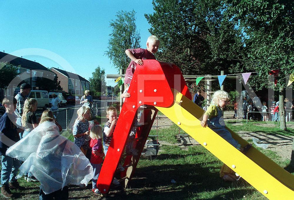 ommen : opening speeltuin aan de meiboomstraat waar de jeugd gelijk volop gebruk van maakte..foto frank uijlenbroek©1996