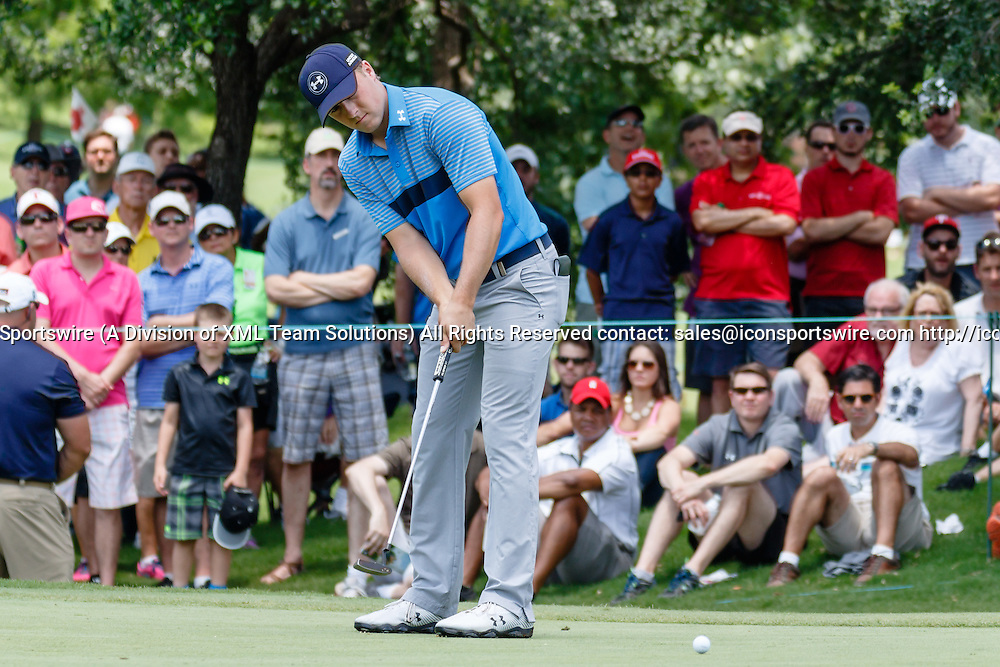28 MAY 2015: Jordan Spieth birdies the first hole during the first round of the AT&T Byron Nelson Championship in Irving, TX.