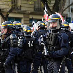 Policiers et gendarmes des Compagnies Républicaines de Sécurité (CRS), Compagnie d'Intervention (CI) et Escadrons de Gendarmerie Mobile (EGM) le 28 avril 2016 en maintien de l'ordre lors de la dispersion  place de la Nation  de la manifestation contre la Loi Travail.<br />