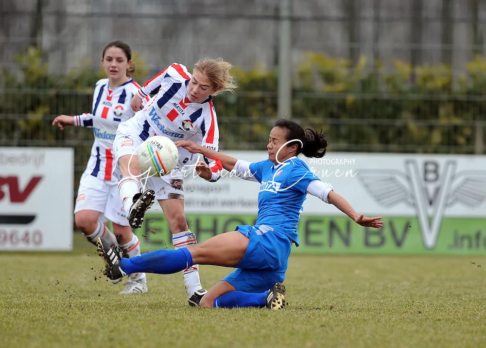 15-02-2009 Voetbal:Willem II:FC Utrecht:Tilburg<br /> Shirley Smith blokkeert een schot van Mauri van de Wetering<br /> Foto: Geert van Erven