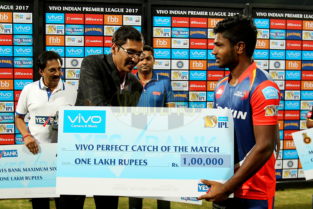 Sanju Samson of Delhi Daredevils received the Vivo perfect catch of the match award during match 5 of the Vivo 2017 Indian Premier League between the Royal Challengers Bangalore and the Delhi Daredevils held at the M.Chinnaswamy Stadium in Bangalore, India on the 8th April 2017Photo by Prashant Bhoot - IPL - Sportzpics