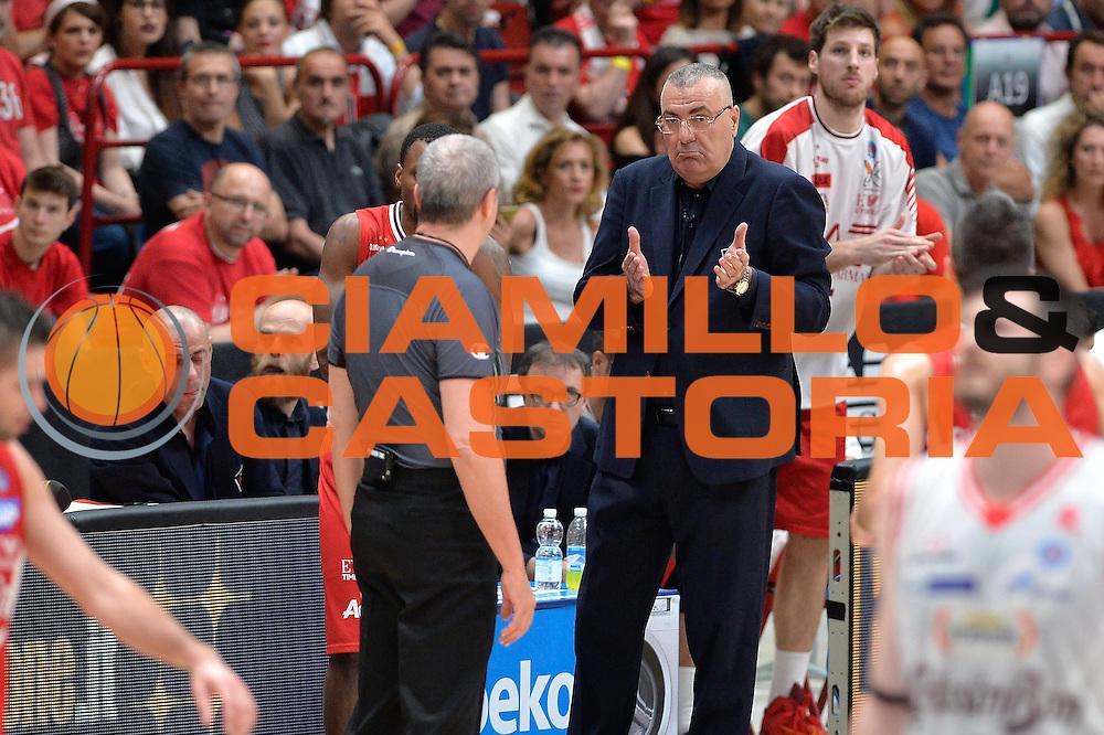 DESCRIZIONE : Milano Lega A 2015-16 Finale Play Off Gara 5  Olimpia EA7 Emporio Armani Milano Grissin Bon Reggio Emilia<br /> GIOCATORE : Jasmin Repesa<br /> CATEGORIA : Fair play curiosita<br /> SQUADRA : Olimpia EA7 Emporio Armani Milano<br /> EVENTO : Campionato Lega A 2015-2016 Finale play off Gara 5<br /> GARA : Olimpia EA7 Emporio Armani Milano Grissin Bon Reggio Emilia <br /> DATA : 11/06/2016 <br /> SPORT : Pallacanestro <br /> AUTORE : Agenzia Ciamillo-Castoria/I.Mancini Galleria : Lega Basket A 2015-2016 <br /> Fotonotizia : Milano Lega A 2015-16 Finale Play Off  Gara 5  Olimpia EA7 Emporio Armani Milano Grissin Bon Reggio Emilia