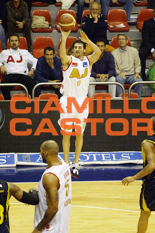 DESCRIZIONE : Milano Lega A1 2006-07 Armani Jeans Milano Legea Scafati<br /> GIOCATORE : Calabria<br /> SQUADRA : Armani Jeans Milano<br /> EVENTO : Campionato Lega A1 2006-2007 <br /> GARA : Armani Jeans Milano Legea Scafati <br /> DATA : 19/10/2006 <br /> CATEGORIA : Tiro<br /> SPORT : Pallacanestro <br /> AUTORE : Agenzia Ciamillo-Castoria/G.Cottini