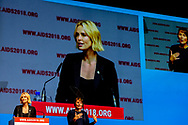 AMSTERDAM - Zuid-Afrikaanse actrice Charlize Theron opent de plenaire sessie tijdens het AIDS2018 congres in de Amsterdamse Rai. ANP ROBIN UTRECHT