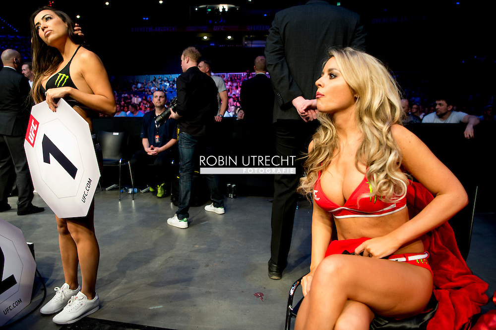 8-5-2016 rondemiss vrouw publiek ROTTERDAM - Mixed Martial Arts - UFC Fight Night - Germaine de Randamie v Anna Elmose - 8/5/16 - Germaine de Randamie celebrates after winning her fight. in ahoy rotterdam COPYRIGHT ROBIN UTRECHT