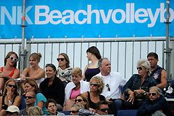 21-08-2011 VOLLEYBAL: NK BEACHVOLLEYBAL: SCHEVENINGEN<br /> Support, publiek, NK Beachvolley Banner vlag<br /> ©2011-FotoHoogendoorn.nl