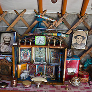 Mongolia. inside the yurt of a family of cattle breeder and horse  in   Hundlun bulag  -   /  interieur de yourte , famille d eleveurs de chevaux, a    HUNDLUN bulag  - Mongolie