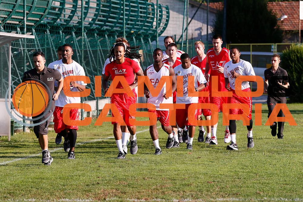 DESCRIZIONE : Milano Lega A 2013-14 Raduno e Allenamento EA7 Emporio Armani Milano<br /> GIOCATORE : Team Ea7 Emporio Armani Milano<br /> CATEGORIA : Ritratto<br /> SQUADRA : EA7 Emporio Armani Milano<br /> EVENTO : Campionato Lega A 2013-2014<br /> GARA : Raduno e Allenamento EA7 Emporio Armani Milano<br /> DATA : 29/08/2013<br /> SPORT : Pallacanestro <br /> AUTORE : Agenzia Ciamillo-Castoria/G.Cottini<br /> Galleria : Lega Basket A 2012-2013  <br /> Fotonotizia : Milano Lega A 2013-14 Raduno e Allenamento EA7 Emporio Armani Milano<br /> Predefinita :