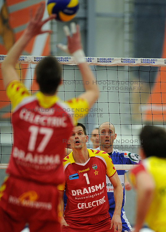 12-02-2011 VOLLEYBAL: AB GRONINGEN/LYCURGUS - DRAISMA DYNAMO: GRONINGEN<br /> In een bomvol Alfa-college Sportcentrum werd Dynamo met 3-2 (25-27, 23-25, 25-19, 25-23 en 16-14) verslagen door Lycurgus / Ernst Zijlstra (#4) en Kars van Tarel (#1)<br /> ©2011-WWW.FOTOHOOGENDOORN.NL