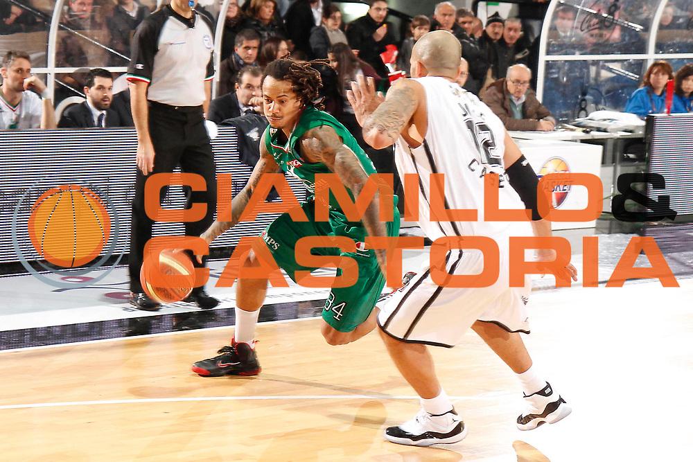DESCRIZIONE : Caserta Lega A 2011-12 Otto Caserta Montepaschi Siena<br /> GIOCATORE : David Moss<br /> SQUADRA : Montepaschi Siena<br /> EVENTO : Campionato Lega A 2011-2012<br /> GARA : Otto Caserta Montepaschi Siena<br /> DATA : 05/02/2012<br /> CATEGORIA : palleggio<br /> SPORT : Pallacanestro<br /> AUTORE : Agenzia Ciamillo-Castoria/A.De Lise<br /> Galleria : Lega Basket A 2011-2012<br /> Fotonotizia : Caserta Lega A 2011-12 Otto Caserta Montepaschi Siena<br /> Predefinita :