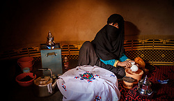 A woman in traditional costume makes mint  tea at a small remote village in the Draa Valley, Southern Morocco<br /> <br /> (c) Andrew Wilson | Edinburgh Elite media