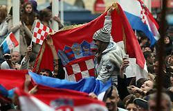 16.11.2012, Hauptplatz, Zagreb, CRO, Freispruch fuer Generaele Gotovina und Markac. Das UNO-Kriegsverbrechertribunal in Den Haag hat heute in einem Berufungsverfahren die zwei zuvor zu 24 bzw. 18 Jahren Haft verurteilten kroatischen Ex-Generäle Ante Gotovina und Mladen Markac freigesprochen, Empfang der Generäle am Hauptplatz. im Bild tausende Kroaten empfangen die beiden freigesprochenen Generäle Ante Gotovina und Mladen Markac am Hauptplatz in Zagreb // thousands of Croats acquitted the two generals Ante Gotovina and Mladen Markac received at the main square in Zagreb. The UN war crimes tribunal in Hague has today acquitted on appeal the two previously sentenced to 24 and 18 years in prison for former Croatian generals Ante Gotovina and Mladen Markac, Main square, Croatia on 2012/11/16. EXPA Pictures © 2012, PhotoCredit: EXPA/ Pixsell/ Marko Prpic..***** ATTENTION - OUT OF CRO, SRB, MAZ, BIH and POL *****