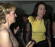 Editor Tina Brown and actress Minnie Driver share laugh @Talk pre-Golden Globes party. Mondrian Hotel. 20 January 2001. © Copyright Photograph by Dafydd Jones 66 Stockwell Park Rd. London SW9 0DA Tel 020 7733 0108 www.dafjones.com