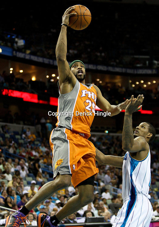 April 8, 2011; New Orleans, LA, USA; Phoenix Suns shooting guard Vince Carter (25) shoots over New Orleans Hornets small forward Trevor Ariza (1) during the fourth quarter at the New Orleans Arena. The Hornets defeated the Suns 109-97.   Mandatory Credit: Derick E. Hingle