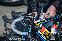 Applying the stem notes for the major obstacles of the day ahead - 2016 Omloop van het Hageland - Tielt-Winge, a 129km road race starting and finishing in Tielt-Winge, on February 28, 2016 in Vlaams-Brabant, Belgium.