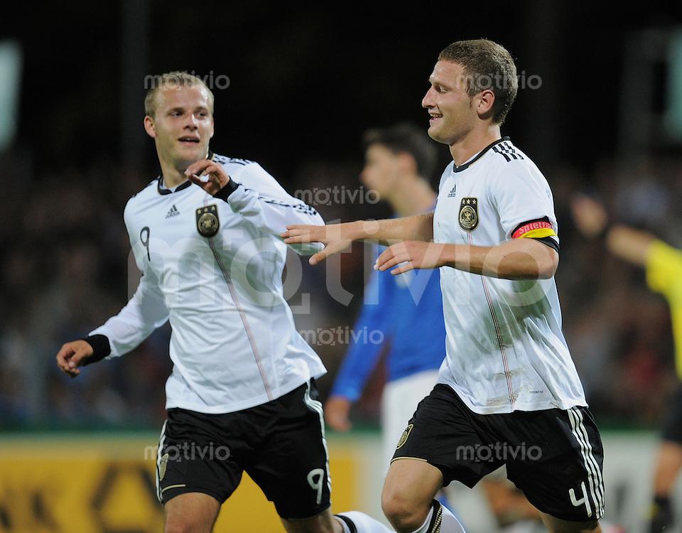 FUSSBALL INTERNATIONAL Laenderspiel U 20   05.10.2011 Deutschland - Italien JUBEL Deutschland; Torschuetze zum 2-1  Shkodran Mustafi (re) und Lennart Thy (re)