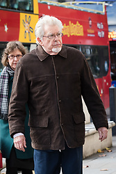 © Licensed to London News Pictures. 08/11/2017. LONDON, UK.  ROLF HARRIS, former television entertainer, arrives at the Royal Courts of Justice with his niece Jenny Harris. Rolf Harris has launched  a fresh application to challenge his conviction for sex offences, claiming he has new evidence that proves his innocence.  Photo credit: Vickie Flores/LNP