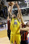 DESCRIZIONE : Ancona Lega A 2012-13 Sutor Montegranaro Angelico Biella<br /> GIOCATORE : Christian Burns<br /> CATEGORIA : tiro penetrazione<br /> SQUADRA : Sutor Montegranaro<br /> EVENTO : Campionato Lega A 2012-2013 <br /> GARA : Sutor Montegranaro Angelico Biella<br /> DATA : 02/12/2012<br /> SPORT : Pallacanestro <br /> AUTORE : Agenzia Ciamillo-Castoria/C.De Massis<br /> Galleria : Lega Basket A 2012-2013  <br /> Fotonotizia : Ancona Lega A 2012-13 Sutor Montegranaro Angelico Biella<br /> Predefinita :