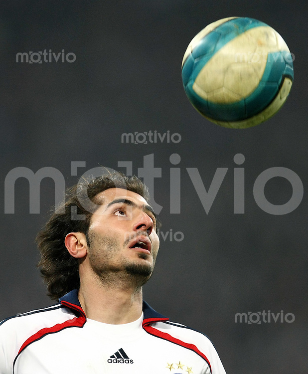FUSSBALL     1. BUNDESLIGA/DFB POKAL     SAISON 2007/2008 Hamit ALTINTOP (FC Bayern Muenchen), Einzelaktion am Ball