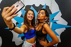 Anitta com os fãs durante a 22ª edição do Planeta Atlântida. O maior festival de música do Sul do Brasil ocorre nos dias 3 e 4 de fevereiro, na SABA, na praia de Atlântida, no Litoral Norte gaúcho.  Foto: Emmanuel Denaui / Agência Preview