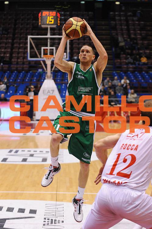 DESCRIZIONE : Milano Lega A 2011-12 EA7 Emporio Armani Milano Benetton Treviso<br /> GIOCATORE : Jobey Thomas<br /> CATEGORIA : Tiro Penetrazione<br /> SQUADRA : Benetton Treviso<br /> EVENTO : Campionato Lega A 2011-2012<br /> GARA : EA7 Emporio Armani Milano Benetton Treviso<br /> DATA : 11/01/2012<br /> SPORT : Pallacanestro<br /> AUTORE : Agenzia Ciamillo-Castoria/A.Dealberto<br /> Galleria : Lega Basket A 2011-2012<br /> Fotonotizia : Milano Lega A 2011-12 EA7 Emporio Armani Milano Benetton Treviso<br /> Predefinita :