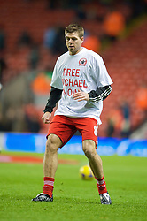 "LIVERPOOL, ENGLAND - Monday, December 1, 2008: Liverpool's captain Steven Gerrard MBE warms up, wearing a ""Free Michael Now"" T-shirt, in support of Michael Shields, the Liverpool fan imprisoned in Bulgaria in 2005 for a crime he did not commit, before the Premiership match against West Ham United at Anfield. (Photo by David Rawcliffe/Propaganda)"