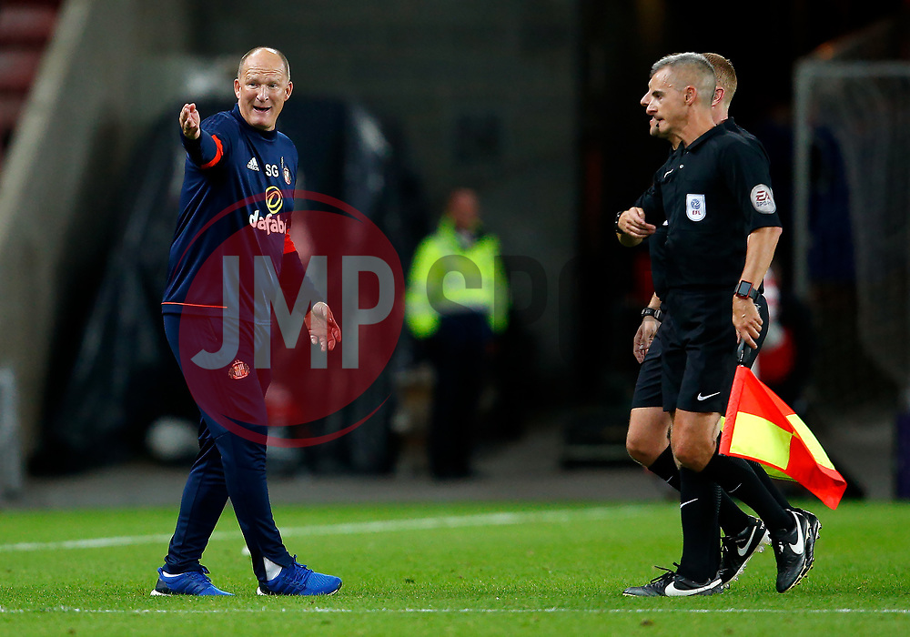 Sunderland manager Simon Grayson complains to the officials at full time - Mandatory by-line: Matt McNulty/JMP - 04/08/2017 - FOOTBALL - Stadium of Light - Sunderland, England - Sunderland v Derby County - Sky Bet Championship