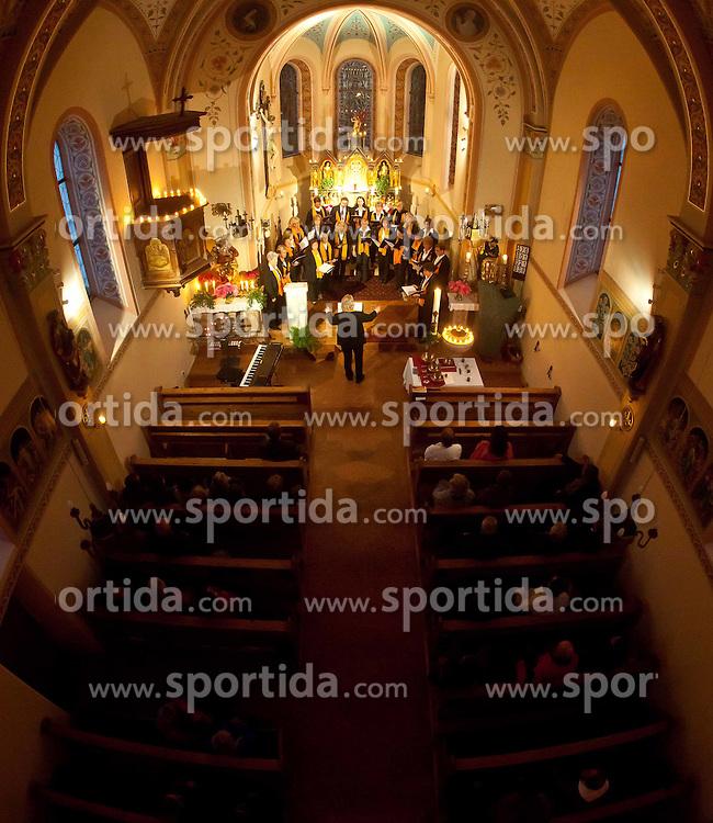 27.05.2011, Pfarre, Kaprun, AUT, Lange Nacht der Kirchen, im Bild die Kapruner Chrogemeinschaft gab ein Konzert, EXPA Pictures © 2011, PhotoCredit: EXPA/ J. Feichter