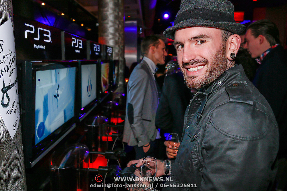 NLD/Amsteram/20121025- Lancering Assassin's Creed game, Ben Saunders speelt een spel