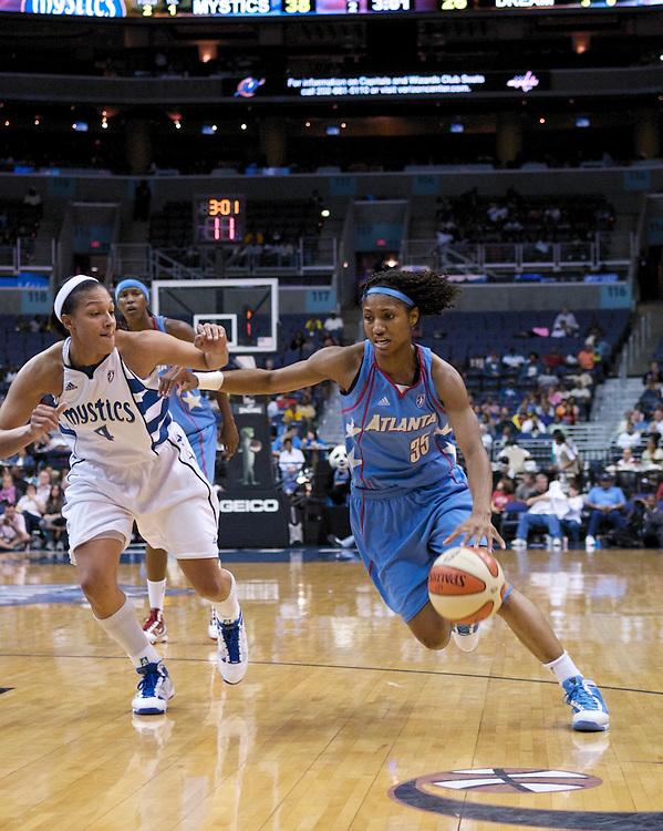 Atlanta Dream's Angel McCoutry tries to get by the Washington Mystics' Marissa Coleman, September 12, 2009.