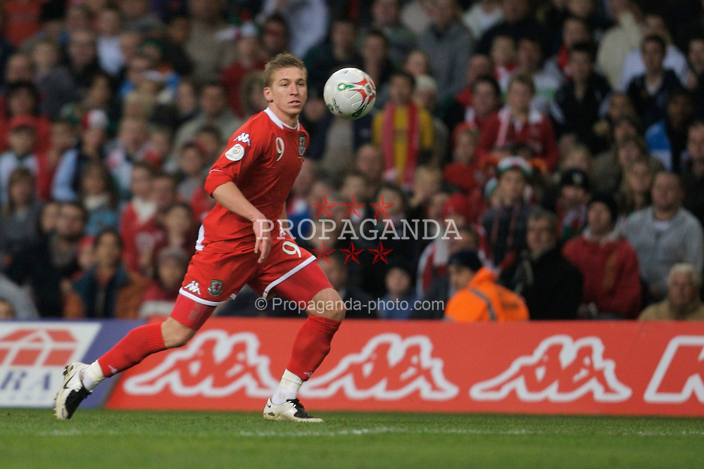 CARDIFF, WALES - Saturday, November 17, 2007: Wales' Freddy Eastwood in action against the Republic of Ireland during the UEFA Euro 2008 Qualifying Group D match at the Millennium Stadium. (Pic by David Rawcliffe/Propaganda)
