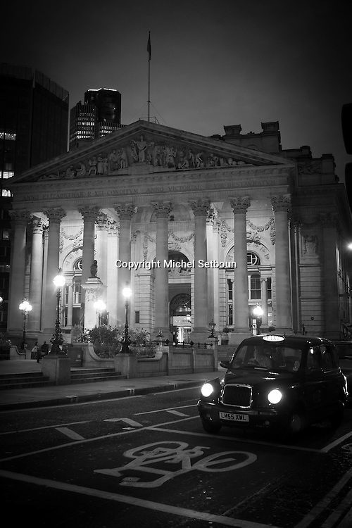 London. UK. the bank of england. bank , the main sqaure of the city financial district / la banque d angleterre; bank , la place principale du quartier financier de la city
