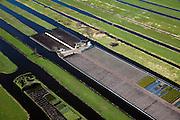 Nederland, Zuid-Holland, Waddinxveen, 20-03-2009; Polder Bloemendaal, tussen A12 en Waddinxveen. De verkaveling is het resultaat van het afgraven van veen, de sloten in het veenweidegebeid zorgen voor drainage. De percelen worden gebruikt voor veeteelt en tuinbouw. Ditches for the drainage in the polder Bloemendaal near the village of Waddinxveen. Land division is the result of peat digging. Lots are used for agricultural purposes..Swart collectie, luchtfoto (toeslag); Swart Collection, aerial photo (additional fee required).foto Siebe Swart / photo Siebe Swart