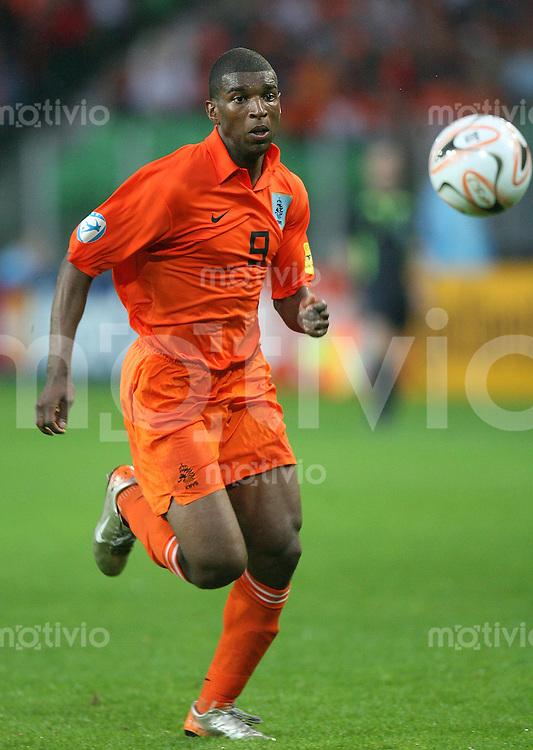 Fussball  International  U21-Europameisterschaft   Ryan BABEL (Holland), Einzelaktion am Ball