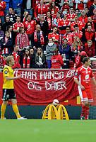 """Fotball<br /> 16. Mai 2011<br /> Tippeligaen<br /> Brann Stadion<br /> Brann v Start 2 -1<br /> Noen Brann supportere har laget sin egen banner med utdrag fra en av supporter sangene.""""Vi har Hansa øl og daier""""<br /> Foto : Astrid M. Nordhaug"""