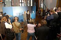 07 AUG 2002, BERLIN/GERMANY:<br /> Sabine Christiansen (blond), ARD TV Moderatorin, und Maybritt Illner (bruenett), ZDF TV Moderatorin, waehrend einem Fototermin zu einer Pressekonferenz von ARD und ZDF zu den bevorstehenden TV Duellen zwischen Kanzler und Unions-Kanzlerkandidat, Museum fuer Kommunikation<br /> IMAGE: 20020807-01-003<br /> KEYWORDS: Fernsehduell, Duell, Wahlkampf, Polit-Talk, Fotograf, Fotografen, Fotojournalisten,