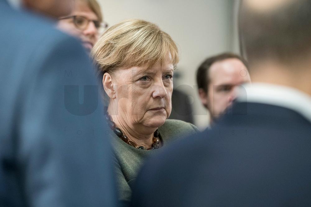 14 NOV 2018, POTSDAM/GERMANY:<br /> Angela Merkel, CDU, Bundeskanzlerin, waehrend einer Praesentation des HPI im Rahmen der Klausurtagung des Bundeskabinetts, Hasso Plattner Institut (HPI), Potsdam-Babelsberg<br /> IMAGE: 20181114-01-049<br /> KEYWORDS; Kabinett, Klausur, Tagung, muede, müde