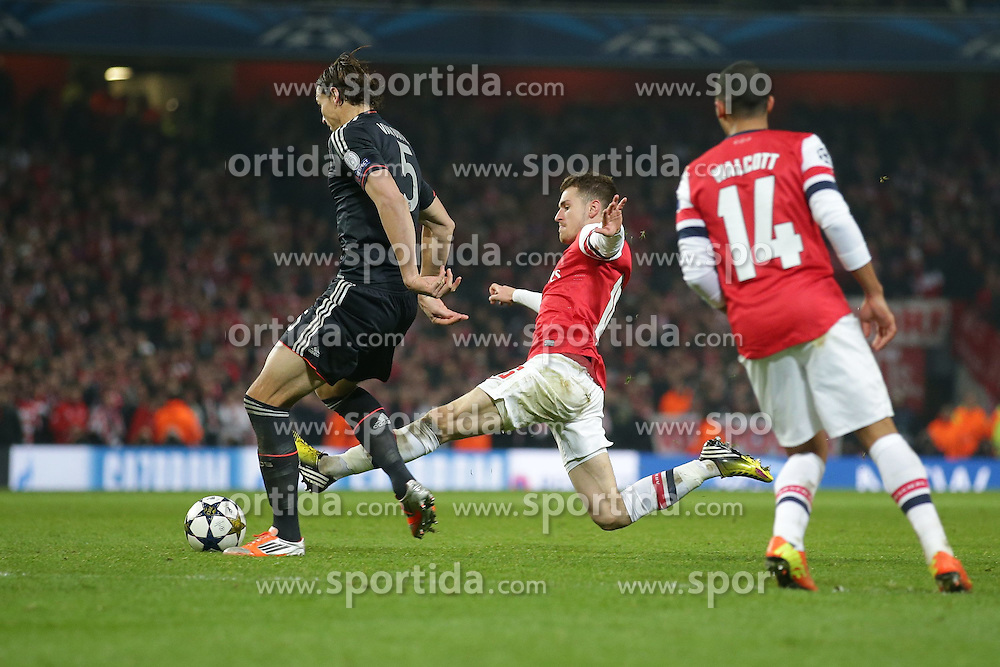 19.02.2013, Emirates Stadion, London, ENG, UEFA Champions League, FC Arsenal vs FC Bayern Muenchen, Achtelfinale Hinspiel, im Bild, Aaron RAMSEY (FC Arsenal London - 16) - Daniel VAN BUYTEN (FC Bayern Muenchen - 5) // during the UEFA Champions League last sixteen first leg match between Arsenal FC and FC Bayern Munich at the Emirates Stadium, London, Great Britain on 2013/02/19. EXPA Pictures © 2013, PhotoCredit: EXPA/ Eibner/ Gerry Schmit..***** ATTENTION - OUT OF GER *****