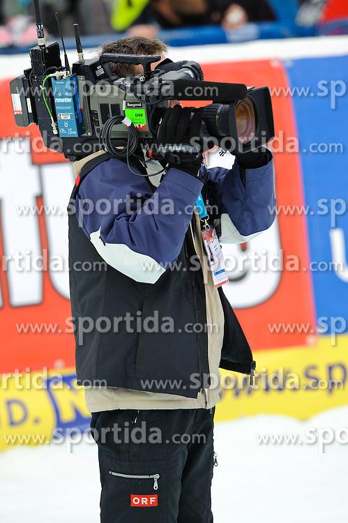 28.12.2010, Panoramapiste, Semmering, AUT, FIS World Cup Ski Alpin, Ladies, Giant Slalom, Bild zeigt ein Feature mit einem ORF Kameramann im Zielbereich, EXPA Pictures © 2010, PhotoCredit: EXPA/ S. Zangrando